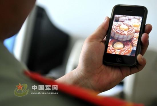 战士DIY月饼:舌尖上的军味儿 - 军心飞扬 - 军心飞扬